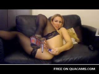 Сексуальная любительская Vendy играть с киски на камеру