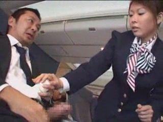 Японский Стюардесса мастурбирует