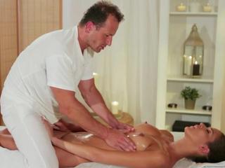 Мышцы массажист римминг горячей брюнетка